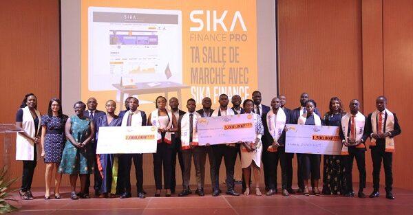 L'Institut Universitaire d'Abidjan, vainqueur du Sika Invest Challenge.